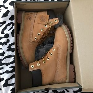 JUNIOR TIMBERLAND 6 IN PREM WHEAT BOOTS SIZE 5